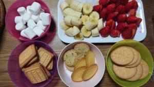 チョコフォンデュ用のフルーツとお菓子